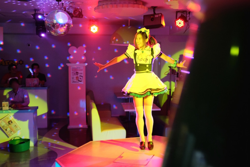 maid cafe performance