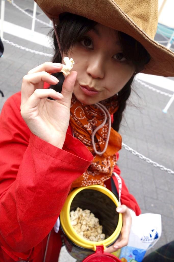 Shiori eating popcorn