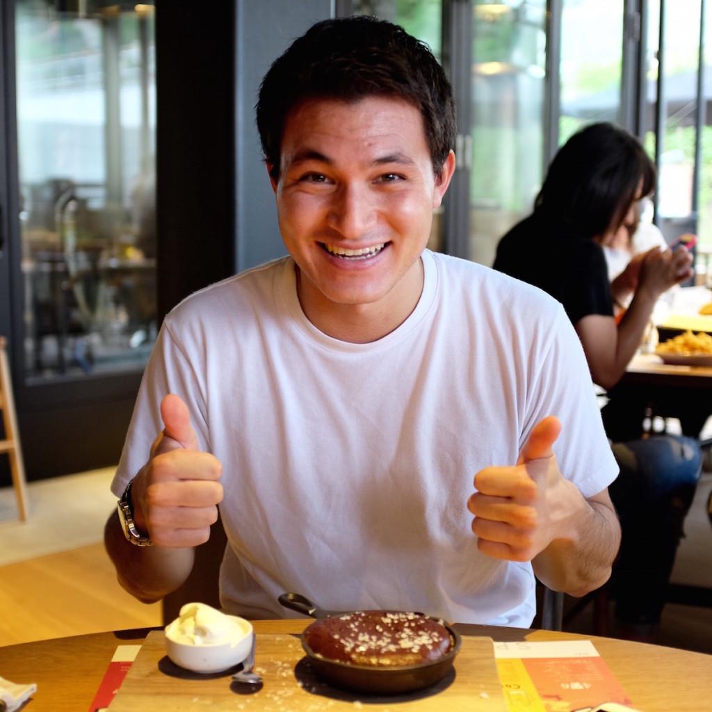 okanotv and chocolate cake
